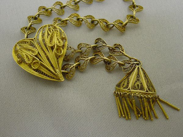 Filigree necklace, New Mexico, late 19th/early 20th century, gold, 29 inches long.
